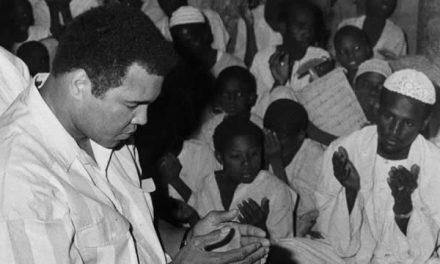 Kisah Sang Legenda Tinju, Muhammad Ali Masuk Islam