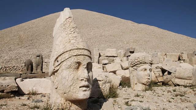 Kisah Nabi Ibrahim Menghancurkan Berhala hingga Dibakar Raja Namrud